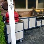 Outdoor Küchen Iron, 2 Teilig mit Napoleon Gasgrill Bilex 605 mit innen liegender Sizzle Zone und Platz für 12 kg Gasflasche, Kamado Keramik Holzkohlegrill Egg Rot und Edelstahl Arbeitsplatte