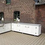 Zweiteilige Außenküchen -Country mit Napoleon Bilex Gas-Grill, 2er Kochfeld und Wasseranschluss
