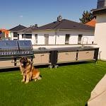 Außenküchen-Küchen Lux in Schwarz & Beige mit Gasgrill Napoleon Bi Pro 825