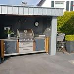 Außenküche Lux mit Bilex 485 Gas-Grill von Napoleon, 2er Kochfeld und Kühlschrank
