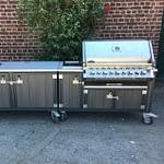 ZweiteiligeAußenküche Iron mit WPC Kunststoff, BIPRO 665 Gasgrill von Napoleon, Spüle und 2er Kochfeld