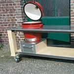 Outdoorküche Lux in Rot mit Kamado Holzkohle Keramik Grill
