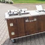 Aussenküchen Gastronomie Modell Country für Gastronomie mit 2 x Fritteuse, 2 x Wokbrenner Aufsatz, Kühltheke und Spüle mit Wasserhahn und Boiler