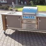 Außen Küche Lux mit Broilchef Einbau Gasgrill, 2er Kochfeld und Kühlschrank