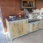 Outdoor Küche Iron mit Fritteuse und Bilex 485 Gasgrill von Napoleon, zweier Gaskochfeld