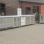Outdoor-Küchen Gastronomie Modell Iron für Gastronomie mit Spülmaschine, Wasseranschluss und und 2 x Schublade Kühlschränke - Rückseite